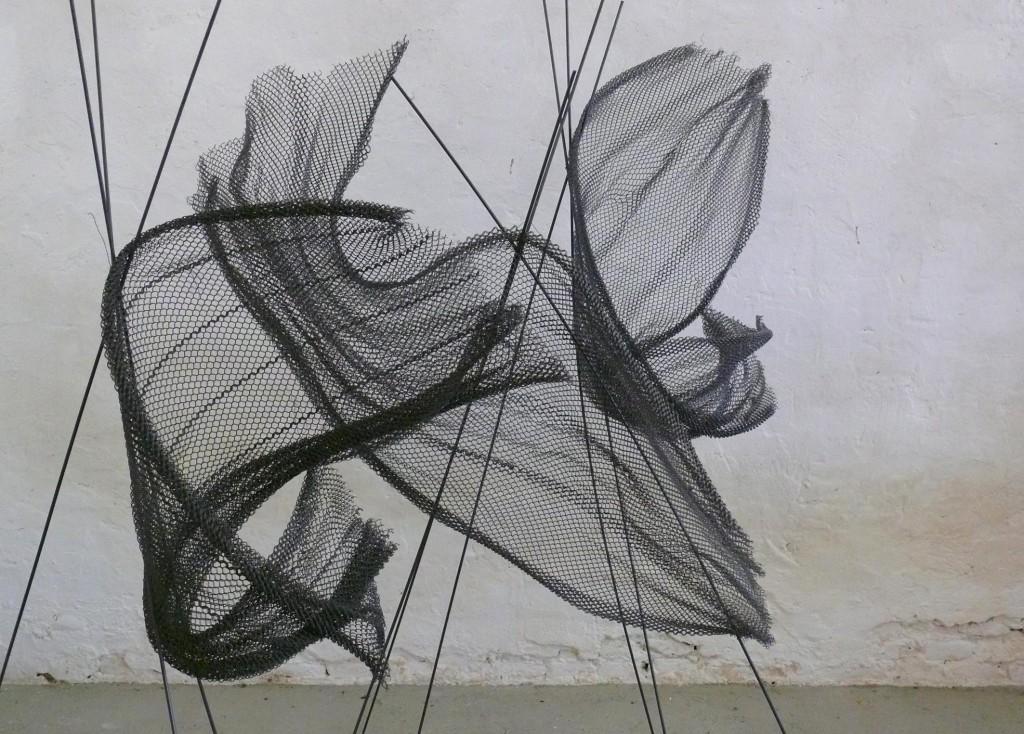 - stultifera_navis.jpg: Opera di Federico Biancalani, Titolo: Stultifera Navis, Tecnica: rete in acciaio armonico e ferro, dimensioni variabili, 2013