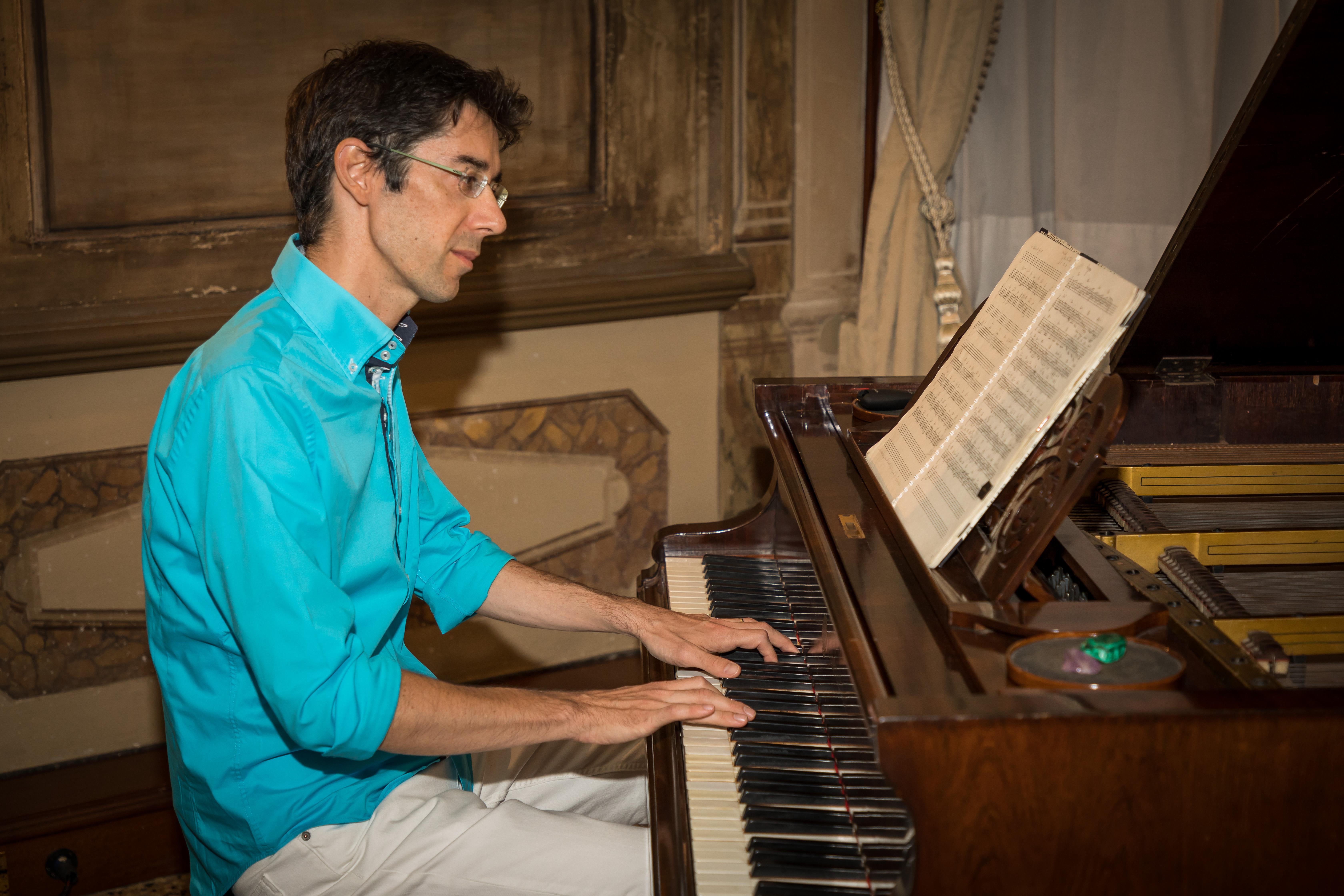 Emiliano Toso al pianoforte
